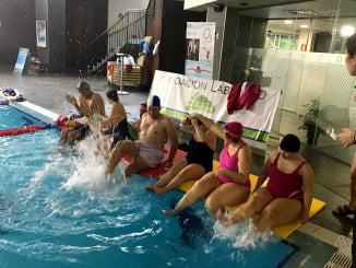 Huelva celebra el Día de las enfermedades raras con juegos en la piscina