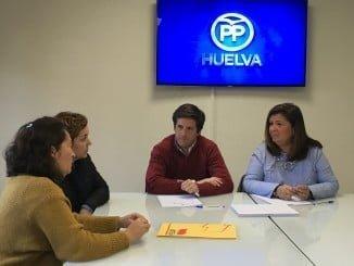Guillermo García Longoria y Carmen Céspedes (PP) piden soluciones a las listas de espera en comedores escolares