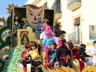 Explosión de color en el desfile infantil del Carnaval palmerino