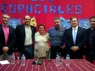 La alcaldesa junto al pregonero, el presidente y el secretario de la Peña Los Espaciales