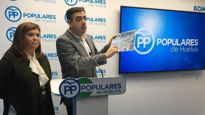 Toronjo, junto a Carmen Céspedes, ha pedido la apertura del hospital Virgen Bella
