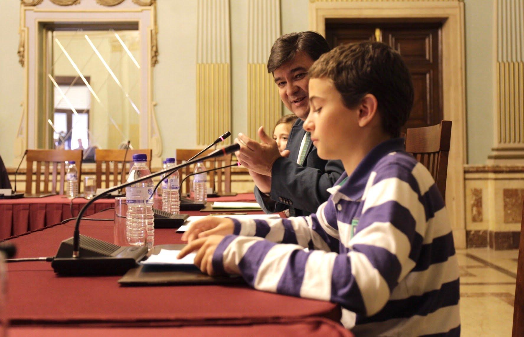 El alcalde ha presidido la sesión, comprometiéndose a mejorar la limpieza de la ciudad