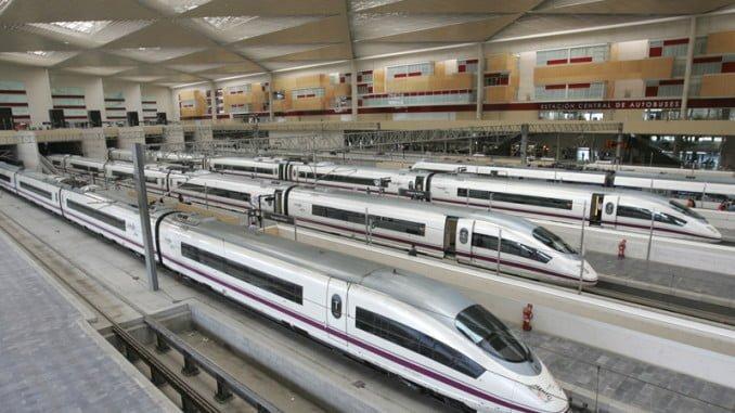 Adif quiere subir un 15% el peaje que cobra a Renfe por circular por líneas ferroviarias en 2017