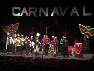 Actuación de la peña local 'Los Jartibles' durante el pregón