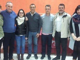 Caraballo y Ferrera junto a la agrupación local del PSOE en Cabezas Rubias