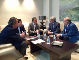El presidente de la Diputación se entrevista con responsables de Aiqbe