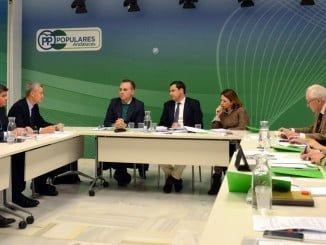 Reunión de Juanma Moreno (PP) con representantes del sector cementero andaluz