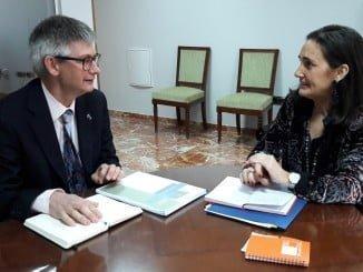 Primera reunión entre ell director del Centro Penitenciario de Huelva y la subdelegada del Gobierno