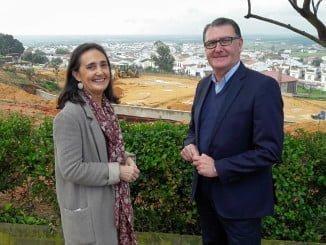 La subdelegada del Gobierno y el alcalde visitando las obras