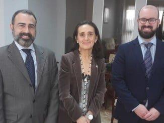 Asunción Grávalos junto al gerente territorial de Justicia y su adjunto