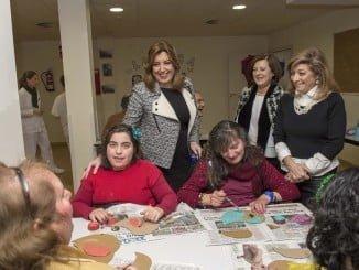 La Presidenta de la Junta ha visitado en Chucena la residencia de personas con discapacidad 'La Viña'