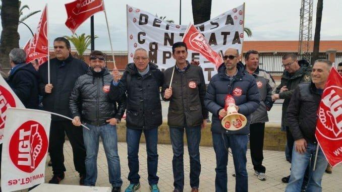 Concentración en las dependencias de la Subdelegación de Defensa en Huelva