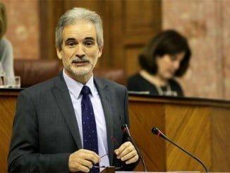 Aquilino Alonso ha comparecido a petición propia en el Pleno del Parlamento