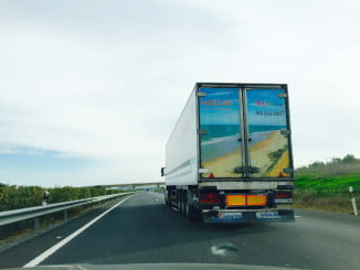 Los camiones recorren el continente europeo durante la campaña fresera con soportes publicitarios