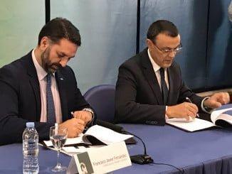 El consejero de Turismo y el presidente de la Diputación firman un convenio de colaboración