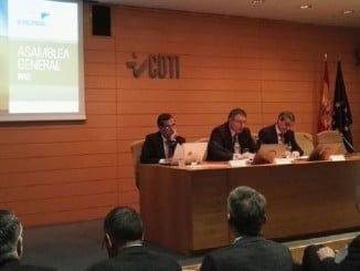 De izquierda a derecha: Vicente Gómez, Secretario General de la PAE, Juan Carlos Cortés, Director de Programas Internacionales del CDTI, y Plácido Márquez, Presidente de la PAE, al comienzo de la Asamblea