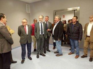 El consejero de Salud en su visita al hospital de Alta Resolución de Lepe