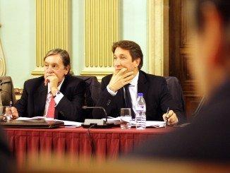 Ruperto Gallardo junto a Enrique Figueroa en un pleno del Ayuntamiento de Huelva