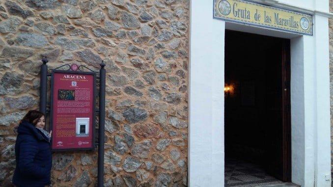 La nueva señalética de Aracena conduce a la gruta y también al castillo