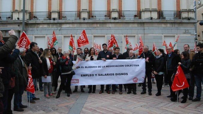 Los sindicatos se han concentrado ante las puertas del Ayuntamiento