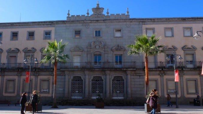 El inmueble, inscrito en el Catálogo de Edificios Protegidos de la Ciudad, conservará  su fachada