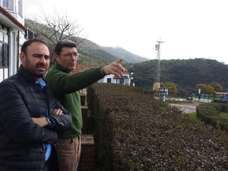 El delegado de Agricultura y el alcalde de Santa Ana la Real visitando la finca Los Veneros