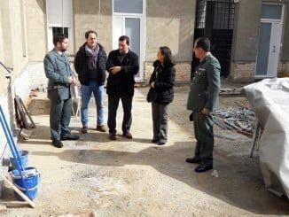 La subdelegada del Gobierno visitando las obras del Cuartel de Rociana