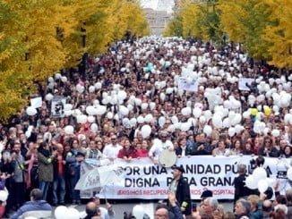 Granada entera se echo a la calle para decir no a la fusión hospitalaria. Hoy ya es una realidad aunque la adaptación se hará en 6 meses