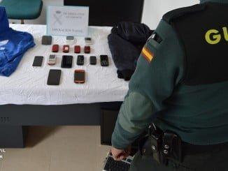 Algunos de los objetos robados encontrados en el domicilio del detenido