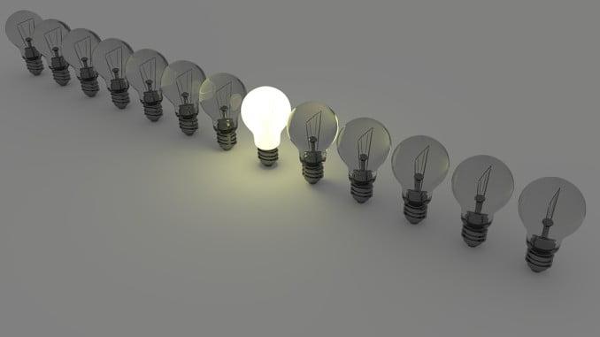 El recibo de la luz del usuario medio se ha elevado a 75,59 euros mensuales, según el estudio de FACUA