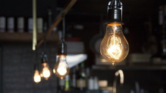 Facua reclama al Gobierno que baje el IVA de la luz al tipo mínimo permitido por la normativa europea