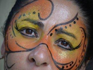 Se aconseja tener precaución con los productos que se utilizan para el maquillaje