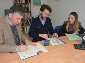 Carmelo romero rubrica el acuerdo de colaboración con Proyecto Hombre
