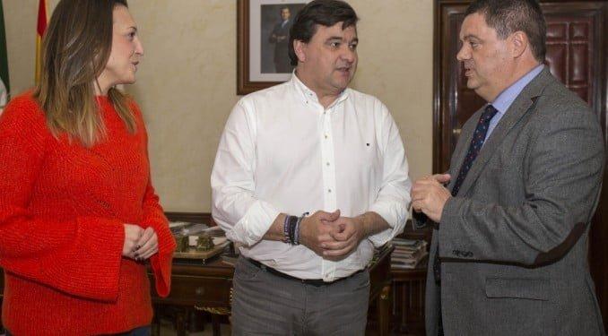 El nuevo vicerrector de la UNIA durante su visita institucional al Ayuntamiento de Huelva