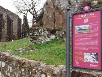 La nueva señalética de Aracena ayudará al turista a situarse y comprender mejor lo que visita