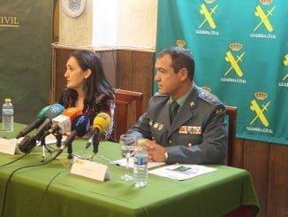 La subdelegada del Gobierno y el coronel jefe de la Comandancia de la Guardia Civil de Huelva