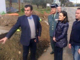 La subdelegada del Gobierno ha visitado las obras acompañada por el alcalde de Santa Olalla