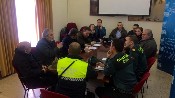 Reunión a tres bandas para establecer interlocutores válidos en la Policía y Guardia Civil, ante cualquier eventualidad que tengan los empresarios valverdeños