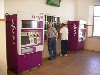 La desvinculación del transporte público, peajes y medicinas al IPC permitirá un importante ahorro
