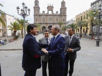 Cruz acude junto a representantes de HuelvaPort a Canarias