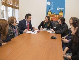 Reunión con las tres asociaciones de consumidores de Huelva