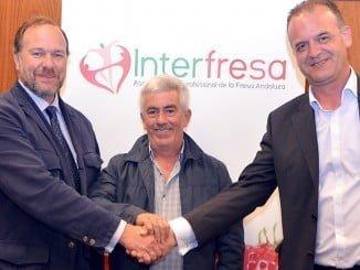 Los presidentes de Interfresa y Freshuelva junto al representante de la Federación de Fabricantes de Envases.