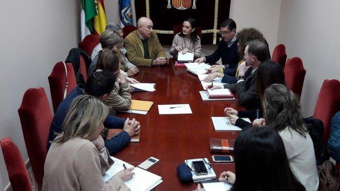 Reunión de los alcaldes con la subdelegada del Gobierno en Huelva para ver cuestiones del Catastro
