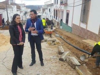La subdelegada del Gobierno y el alcalde de Cortegana visitan las obras