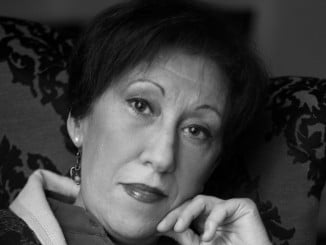 La escritora lepera Bella Gómez presenta su primera novela