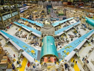 Ensamblaje de piezas en un Boeing 747