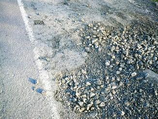Estado en el que se encuentra la carretera que la alcaldesa exige arreglar a Diputación