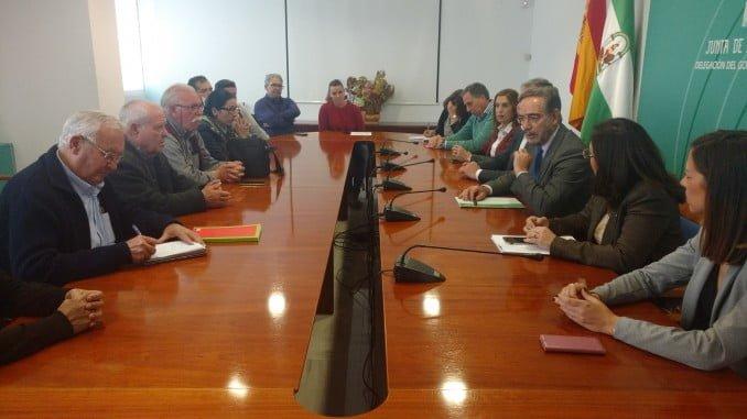 El consejero de Fomento y Vivienda, Felipe López, pedirá al Gobierno que aplique beneficios fiscales a los adjudicatarios de las 100 viviendas de Marismas del Odiel