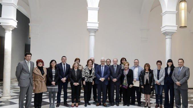 Foto de familia de los asistentes a la reunión del Consejo Andaluz de Concertación Local