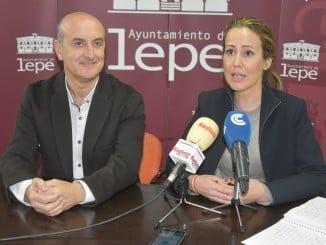 El alcalde de Lepe y Bella Verano, durante la rueda de prensa